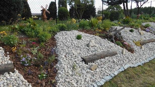 Gartengestaltung Mit Steinen Am Hang