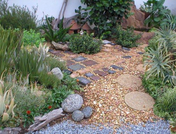 Garten Mit Steinen Und Kies