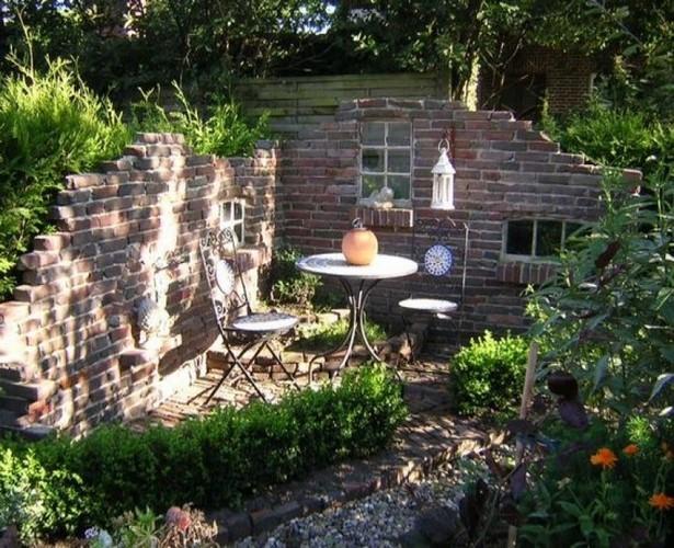 Sitzecke Im Garten Mit Mauer